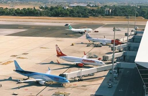 Imagen de la plataforma de estacionamiento de aviones en el aeropuerto de Palma.