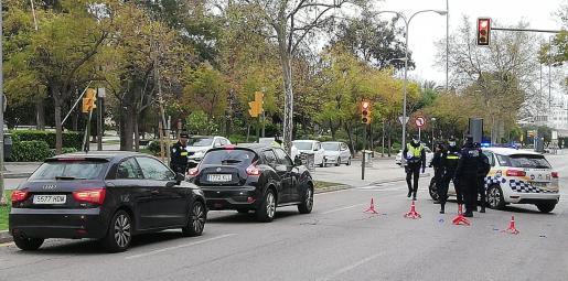 Uno de los momentos del control policía llevado a cabo en la Avenida Argentina de Palma.