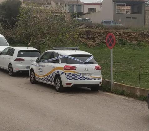 Un coche patrulla de la Policía Local de Capdepera, precintado