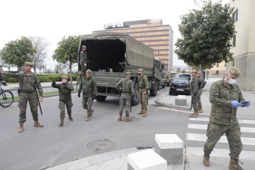 El Ejército ya ha trasladado este martes a Palma los equipos de desinfección.