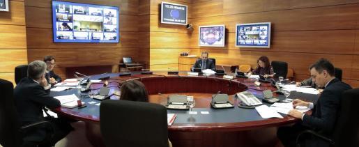 El presidente del Gobierno, Pedro Sánchez (c) preside la reunión del Consejo de Ministros en el palacio de la Moncloa.