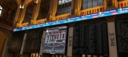 Una pantalla muestra un gráfico con la evolución de uno de los valores que cotiza en la Bolsa de Madrid, este martes.
