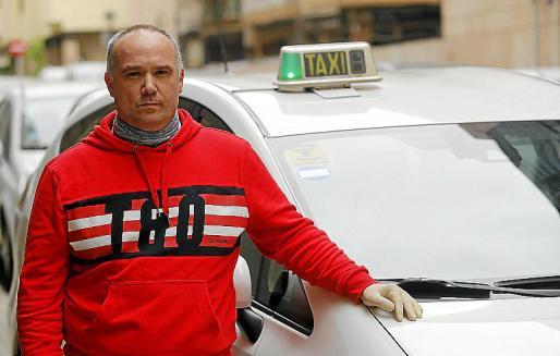 El taxista Xisco Sánchez, en Palma.