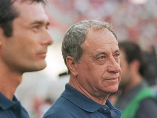 Imagen Joaquín Peiró en su etapa como entrenador del Málaga durante un partido ante el Real Mallorca en la temporada 2000-01.