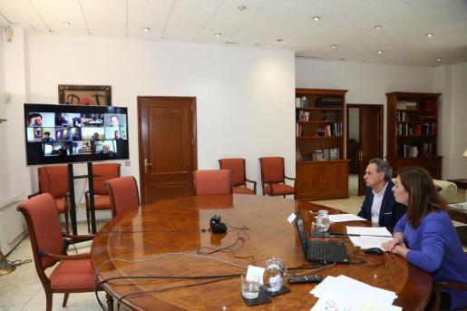 La presidenta Armengol se ha reunido por videoconferencia con las gerencias de los hospitales públicos y de Atención Primaria de Baleares.