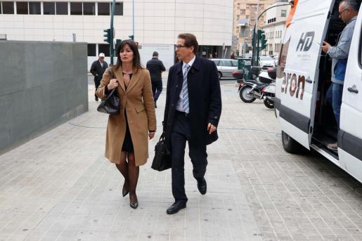 Imagen de los abogados de Ana Julia Quezada, autora confesa de la muerte del niño Gabriel Cruz, Beatriz Gamez y Esteban Hernández.