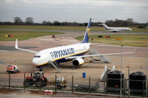 Un avión de Ryanair en el aeropuerto de Luton.