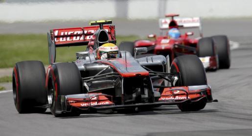 El piloto británico de McLaren Mercedes,Lewis Hamilton, conduce su monoplaza durante el Gran Premio de Canadá.