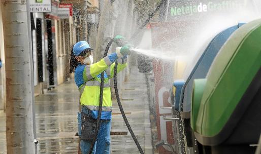 Las imágenes corresponden a la limpieza realizada este miércoles en la calle Ausiàs March.