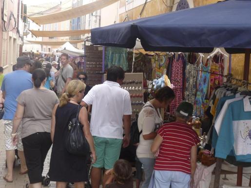 Fueron muchos los que se acercaron hasta el centro de la localidad para conocer la variada oferta.