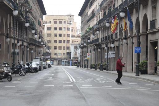 Las calles de Palma están vacías y sin actividad por el coronavirus.