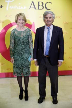Esperanza Aguirre, y su marido, Fernando Ramírez de Haro,en una imagen de archivo.