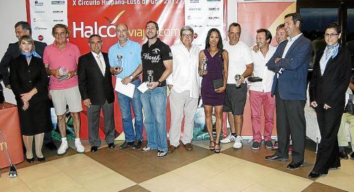 Al finalizar el acto todos los ganadores posaron junto a Juan Antonio Hidalgo, vicepresidente del grupo Globalia.