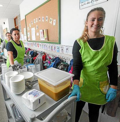 El servicio a los alumnos con becas de comedor es una necesidad social que había quedado desatendida en estos primeros días de suspensión de clases presenciales por el coronavirus.
