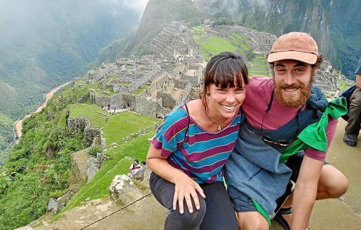 Los mallorquines Helena Pujol y Lluís Estopà en el Machu Picchu, Perú.