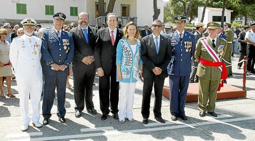 José Mª Lavilla, Cristóbal Sbert, Guillermo Navarro, José Mª Rodríguez, Maria Salom, Pere Rotger, Víctor M. Navarro, coronel Jefe del Sector Aéreo; y Adolfo Orozco.
