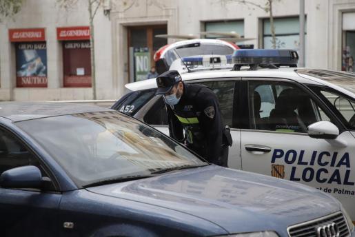 Imagen de un control policial en Palma.