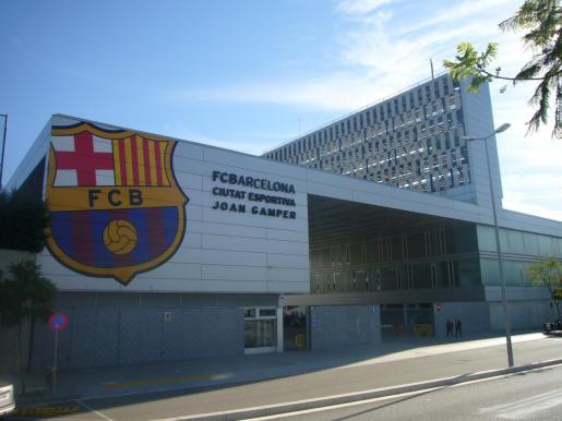 Fachada de la Ciutat Esportiva Joan Gamper, propiedad del Fútbol Club Barcelona.