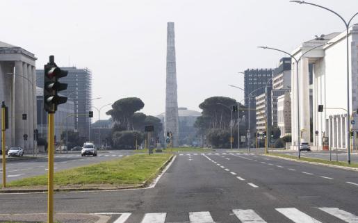 Imagen de una avenida de Italia, vacía, por el confinamiento de la población.