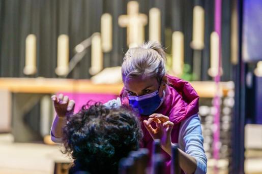 Imagen de una ceremonia celebrada en una iglesia de Berlín este domingo.