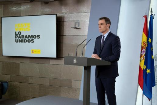 GRAF8282. MADRID, 17/03/2020.- El presidente del Gobierno, Pedro Sánchez, en la comparecencia posterior al Consejo de Ministros en el que se ha acordado este martes la movilización de 200.000 millones de euros, casi un 20 % del PIB, para combatir los efectos económicos de la epidemia de coronavirus. EFE/Pool Moncloa/Borja Puig de la Bellacasa Sánchez anuncia movilización de 200.000 millones para combatir el coronavirus