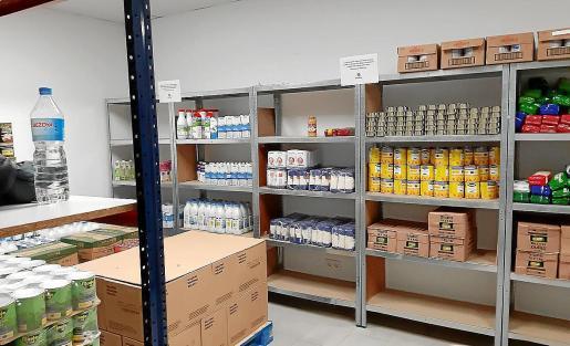 Los almacenes de Cáritas tienen reservas para garantizar la ayuda alimentaria y de higiene a los necesitados.