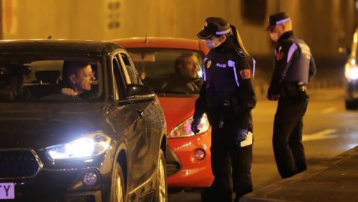 Imagen de un control de la policía local, durante el estado de alarma por coronavirus.