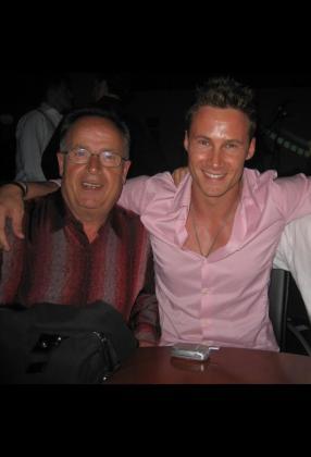 Imagen de Antonio Madrigal junto a su hijo Carlos Madrigal.