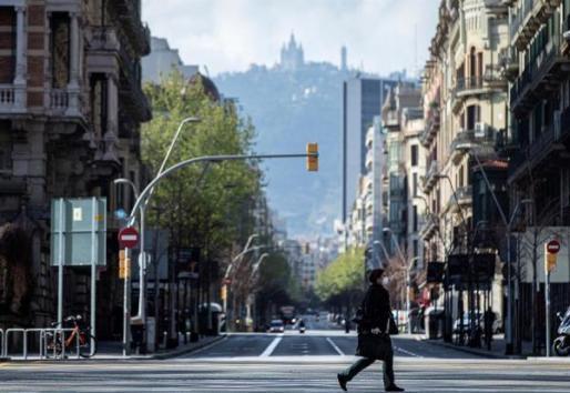 La calle Balmes, esquina con Gran Vía, en Barcelon sin tráfico.