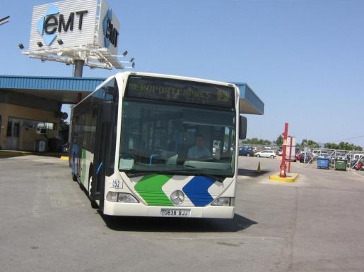 Algunos autobuses de la EMT se quedarán en las cocheras por falta de pasajeros.