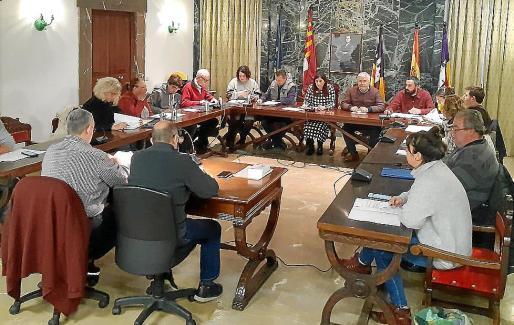 Imagen del último pleno celebrado en la localidad de Campos.