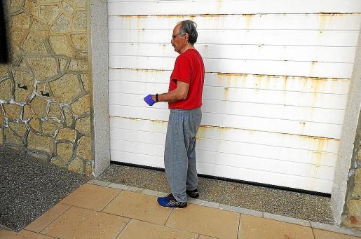 El pescador, fotografiado de perfil, el pasado lunes en su casa de Sant Elm.