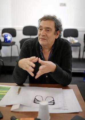 El cineasta Agustí Villaronga, en una de las audiciones para la obra que tenía que estrenar este mes en el Principal.