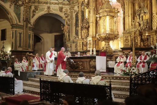 El obispo de Mallorca, Sebastià Taltavull, oficiando una misa.
