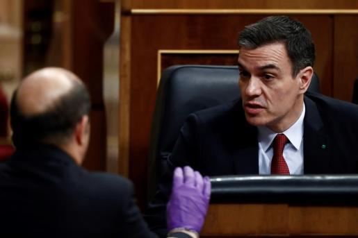 El presidente del Gobierno, Pedro Sánchez, esta madrugada en el Congreso de los Diputados.