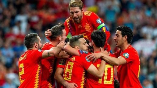 Los jugadores de la selección española celebran un gol en un reciente partido.