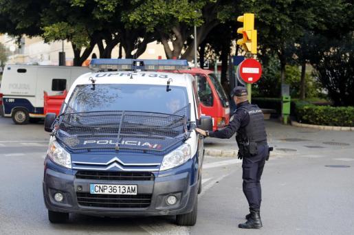 La Policía Nacional, en una acción rutinaria.