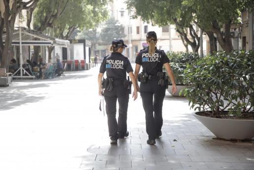 La Policía Local de Palma sancionó a los tres individuos en el barrio de Son Gotleu.