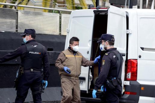 Fotografía de un control de la Policía Nacional en el Paseo Marítimo de Palma.