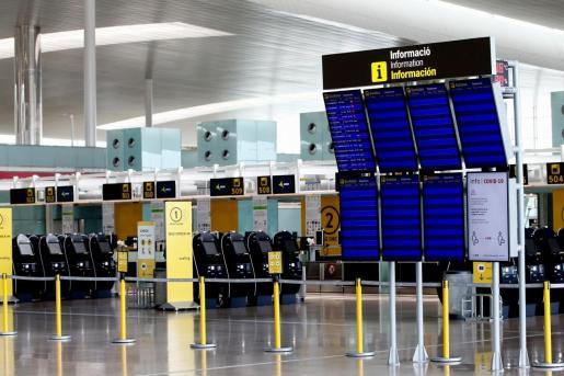 Aspecto de la zona de salidas de la terminal T1 del aeropuerto de Barcelona-El Prat.