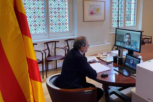 Fotografía facilitada por la Generalitat de su presidente, Quim Torra, durante la sesión parlamentaria virtual.
