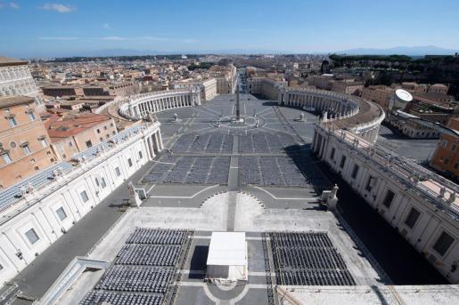 Fotografía facilitada por la Oficina de Prensa del Vaticano, que muestra la plaza de San Pedro en la Ciudad del Vaticano.