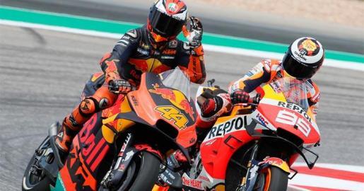 Pol Espargaró (44) y Jorge Lorenzo (99), durante una carrera de la pasada temporada.