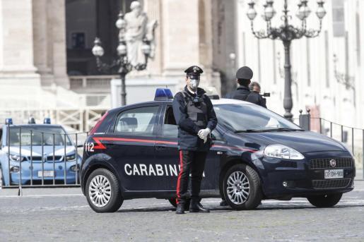 Un carabinieri, en el Vaticano.