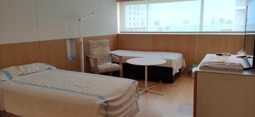 Aspecto que presenta una habitación del Hotel Meliá Palma Bay, medicalizado por la crisis del coronavirus.