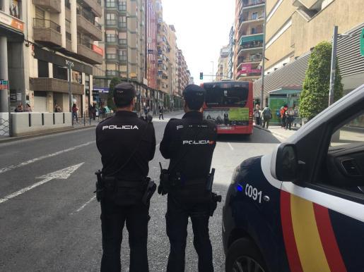 La Policía Nacional y la Policía Local de Palma detuvieron este martes a tres hombres en la capital balear por desobediencia a agentes de la autoridad.