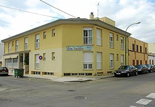 Imagen de la fachada de la residencia de Son Ametler, en la barriada de es Vivero en Palma.