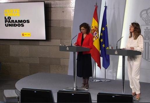 La ministra de Hacienda y portavoz del Gobierno, María Jesús Montero, y la ministra de Trabajo Yolanda Díaz durante una rueda de prensa.