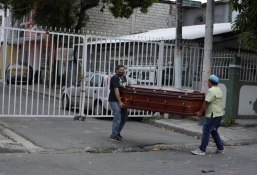El «retraso importante» en el levantamiento de los cadáveres provocó que la gente se volcara a las redes sociales para rogar por ayuda.