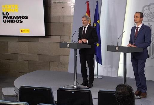 Fernando Grande-Marlaska, y el ministro de Ciencia, Pedro Duque, en rueda de prensa.